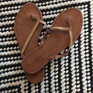 ••5/$30•• EUC Nude Flip~Flops